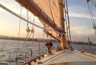 Classic-wood-yacht-main-sail
