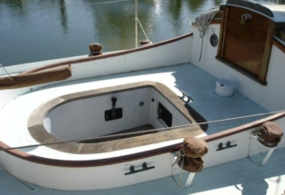 Wood-yacht-cockpit