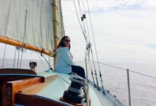 woman-sailing-a-wood-yacht